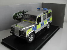 Land Rover Defender 110 TD5 Police Anglaise - Universal Hobbies 3885 1/18e