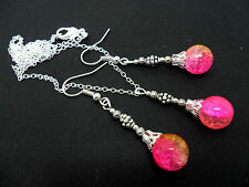A PINK/YELLOW CRACKLE GLASS BEAD NECKLACE AND EARRINGS SET. NEW.
