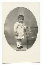 BM802 Carte Photo vintage card RPPC Bébé avec poupée ancienne doll puppe old