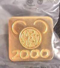 2000 DISNEYLAND ANNUAL PASSPORT/PASSHOLDER GOLD MICKEY HEAD WITH CASTLE AP PIN