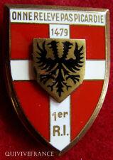 IN4897 - INSIGNE 1° Régiment d'Infanterie, écu , dos guilloché embouti anneaux