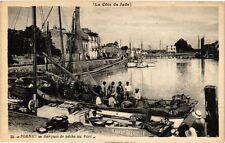 CPA  (La Cote de Jade )-Pornic - Barques de péche au Port   (242883)
