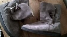 RIVER ISLAND FUR-LINED, SUEDE BOOTS WITH SIDE TOGGLE FASTENING. SIZE 6.