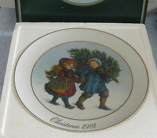 AVON CHRISTMAS PLATE 1981 22k Gold Trim PORCELAIN Bringing Home the Tree