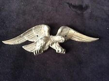 VINTAGE COLLECTIBLE METAL WALL MOUNDED FLYING EAGLE
