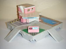 Galoob Micro Machines Travel City Pink Motel Play Set