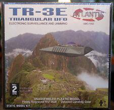 Triangular UFO TR 3E Flying Saucers Fliegende Untertasse, Atlantis 1002