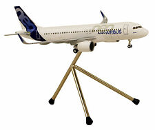 Airbus House Color A320neo 1:200 Limox Wings Modell AS13 A320 neo Fahrwerk