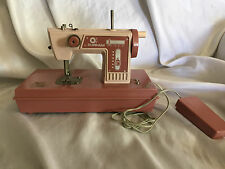 VINTAGE KIDS TOY SEWING MACHINE BY DURHAM MFG 1975 NOT WORKING