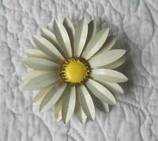 VINTAGE 1960'S 1970'S LARGE ENAMELLED WHITE DAISY FLOWER BROOCH 7.5 CMS