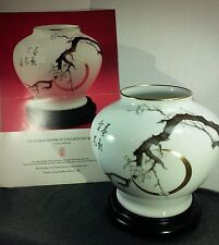 Franklin Mint-The plum blossom of the creasent moon vase