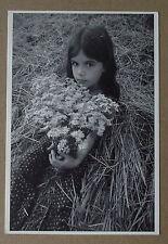 Carte postale Yvon Kervinio , serie enfants, fillette, fleurs ,150 ex.  CPSM