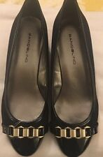 New Bandolino Black Fabric Patent Toe low wedge gold metal trim Size 6 M Women's