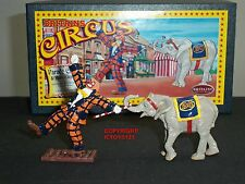 BRITAINS 08674 CIRCUS PARADE CLOWN AND BABY ELEPHANT METAL CIVILIAN FIGURE SET