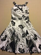 Women's Sharon Max White And Black Sleeveless Dress Size Small