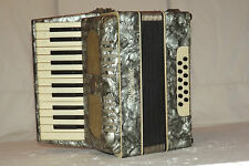 Piano accordion akkordeon  WELTMEISTER 12  bass