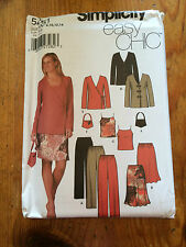 Simplicity EASY Chic Outfit paper sewing pattern. New and Uncut 5261 size 8-14