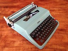 Vintage Olivetti Underwood Lettera 32 Manual Typewriter Made in Barcelona Spain
