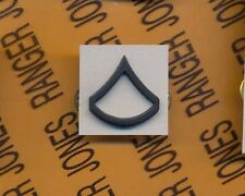 US ARMY Enlisted PFC PRIVATE FIRST CLASS E-3 rank clutchback badge single