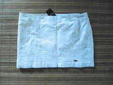 NEW .. HOLLISTER... Woman's  Skirt ..  Size 1  (W 29 )   White flower