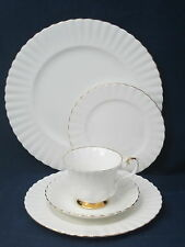 ROYAL ALBERT - Val D'or - England - 5 PIECE PLACE SETTING - 0137