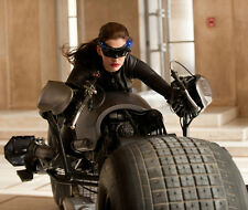 Anne Hathaway UNSIGNED photo - G1169 - The Dark Knight Rises