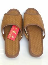Japanese Style Indoor and Outdoor Slipper .