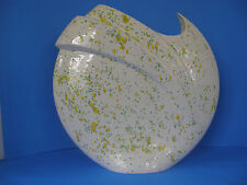 VINTAGE YELLOW-GREEN AND WHITE PORCELAIN FLOWER DESIGN PAINTED VASE