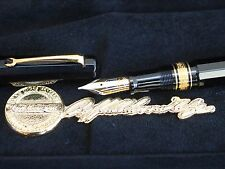 Omas Arte Italiana Paragon Golden Seal Sigillo Oro Limited Edition Fountain Pen