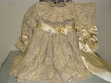 Puppenkleid mit Hut, antik Stil, handgestrickte Spitze Gr.70-75 cm Schleifen Diy