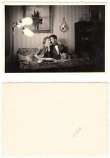 Liebespaar Frau u.Mann b.Küssen Love couple Private 60´s Snapshot Photo um 1960