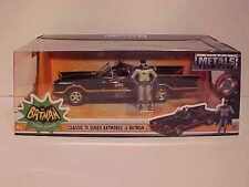 BATMAN 1966 Classic TV Series Batmobile Diecast 1/24 Jada Toys 8 inch Figurines