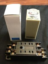 OMRON Timer H3Y-2 DC 12V 10m 10min 0-10min base socket New Minute b8