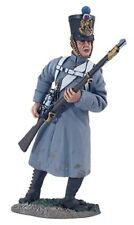 W Britain 36093 French Line Infantry Fusilier In Greatcoat Reaching Cartridge
