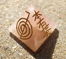 Cuarzo rosa pirámide grabado con 4 símbolos de reiki y un pentagrama~