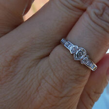 1ct Pear k/Si1 diamond right-hand ring or engagement Platinum band