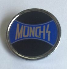 VINTAGE MUNCH 4 MOTORBIKE ENAMEL PIN BADGE.