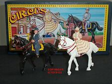 BRITAINS 8678 CIRCUS HIGH SCHOOL RIDERS MOUNTED METAL CIVILIAN FIGURE SET