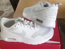 NIKE AIR MAX TAVAS womens/older girls trainers size 4 NEW