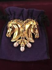 ELIZABETH TAYLOR FOR AVON HEARTS IN TANDEM HORSE BROOCH PIN  - EXCELLENT COND