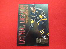 1997 Metal Mario Lemieux lethal weapon hockey card    Penguins    # 11