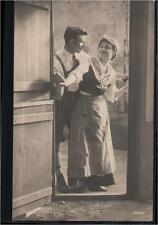 131.225  Frau und Mann an d. Tür, Lederhose