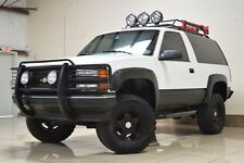 Chevrolet: Tahoe LIFTED 4X4