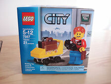 LEGO 2010 CITY - TRAVELER - 7567 NEW IN BOX Tourist Mini Fig & Cart