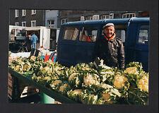PONTORSON (50) MARCHAND de CHOUX au Marché en 1996