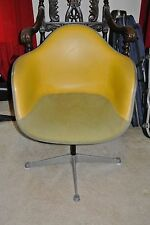 VINTAGE 1975 HERMAN MILLER ARM CHAIR FIBERGLASS SHELL LEATHER UPHOLSTER FURNITUR