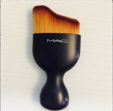 MAC Pro Tailoring Liquid Curved Face Brush Sponge Makeup Foundation Tool