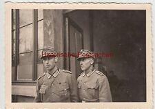 (F10691) Orig. Foto Antwerpen, deutsche Soldaten vor einem Gebäude 1940er