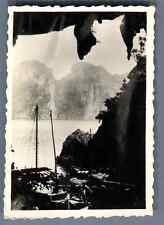 Vietnam, La Baie d'Halong  Vintage silver print.  Tirage argentique d&#03