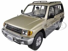 1998 MITSUBISHI MONTERO LONG 3.5 V6 BEIGE 1/18 DIECAST MODEL CAR SUNSTAR 1227
